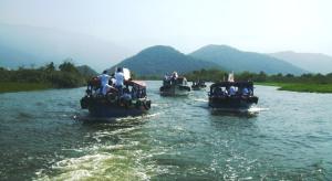 Oito barcos levaram os participantes do Canoaço pelo manguezal cubatense