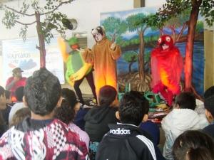Crianças assistiram atentamente as apresentações